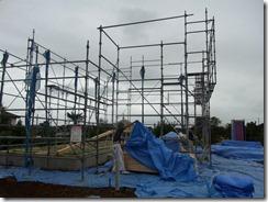 基礎と土台、そして足場のみの作業開始時点